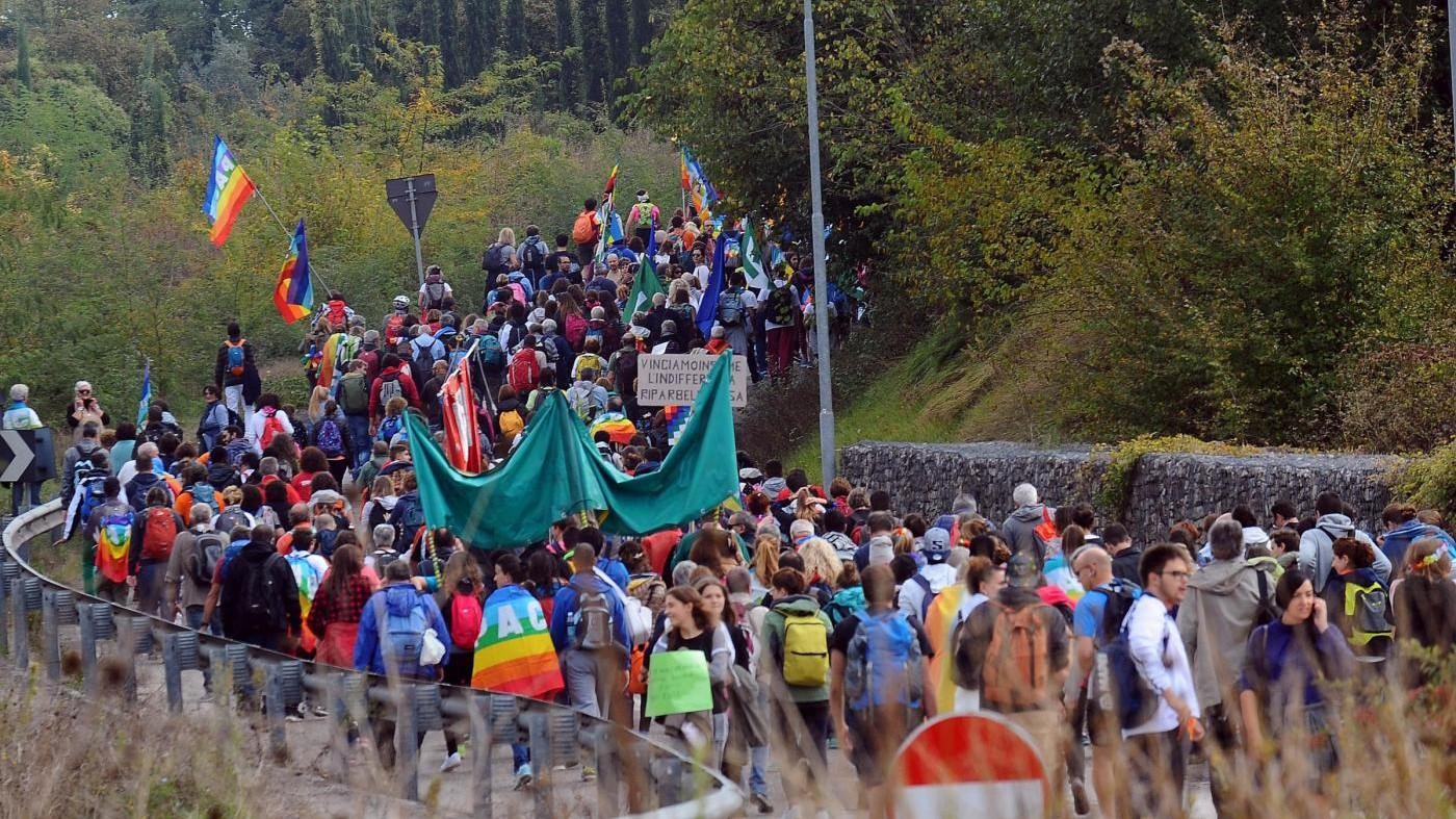 FOTO Marcia della pace, in migliaia da Perugia ad Assisi