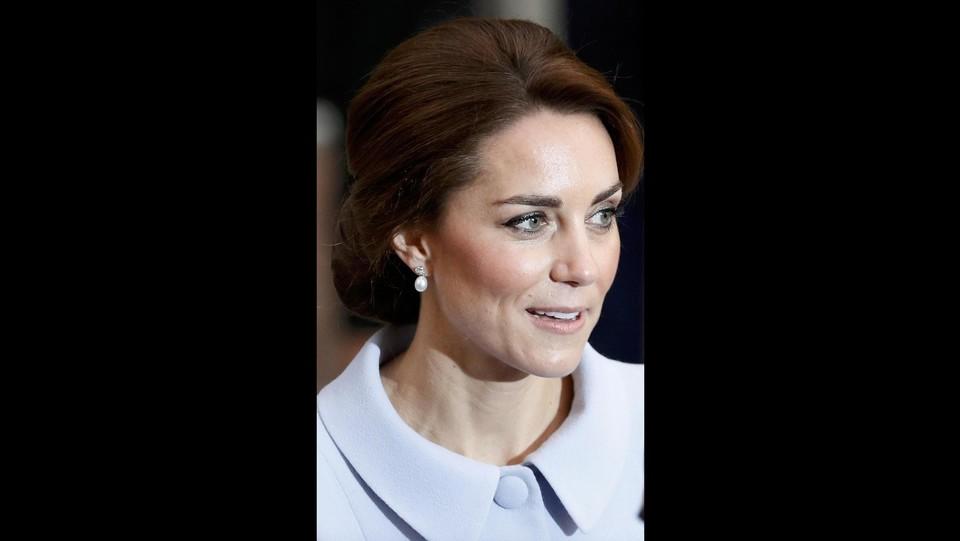 'ragazza Foto La Duchessa Con L'orecchino Kate Come Di Perla' oeWBCxdErQ