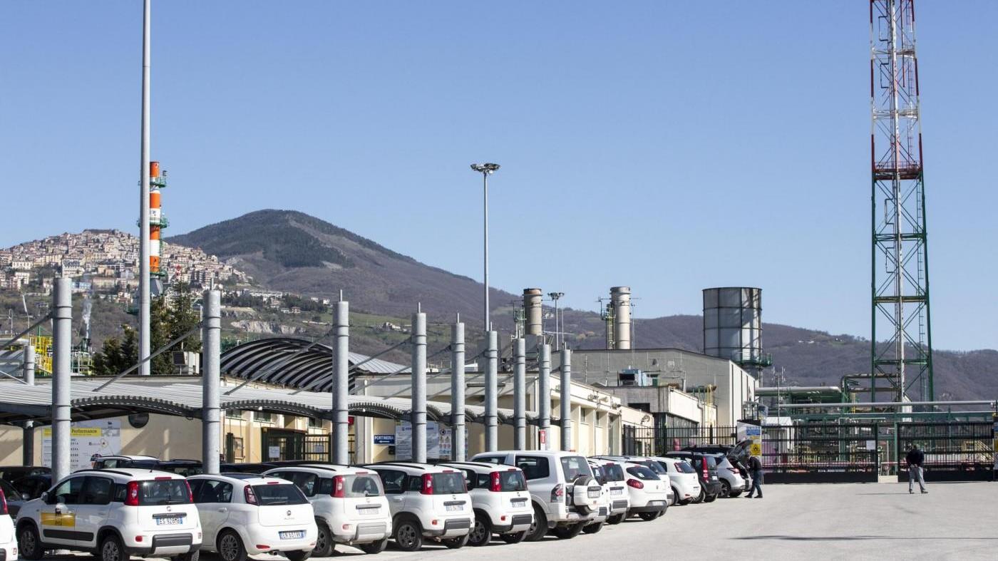 Basilicata sospende attività del Centro Oli Eni per 'inadempienze'