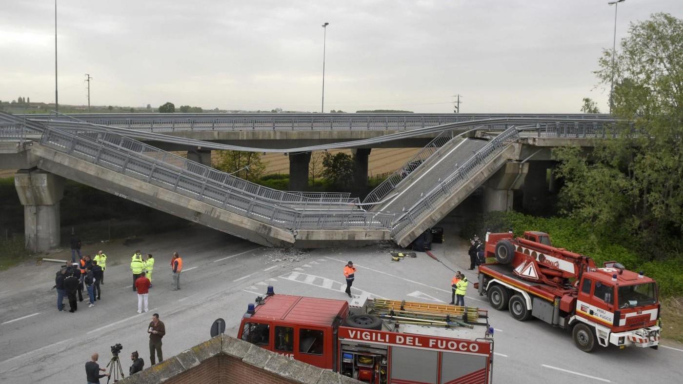 Fossano, crolla ponte su auto carabinieri: illesi militari