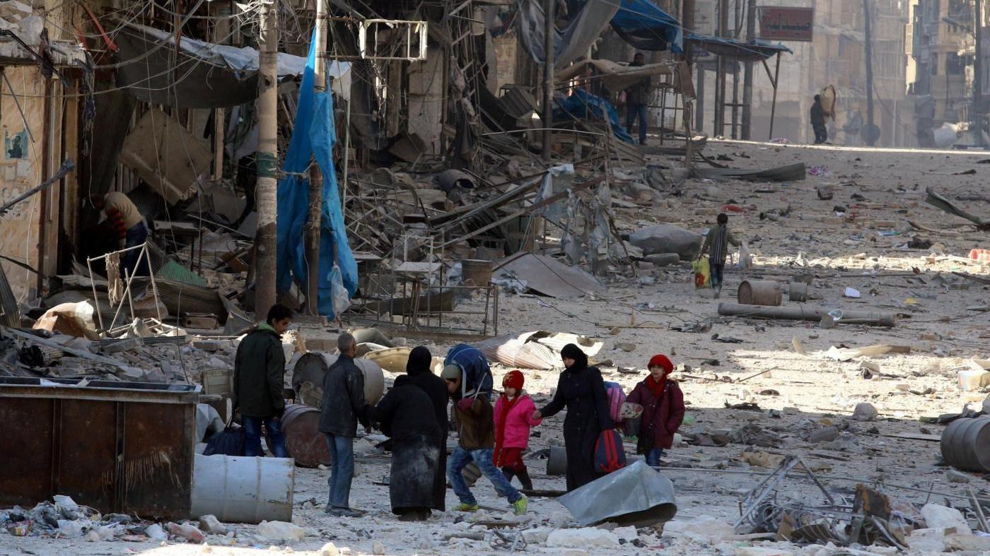 Siria, iniziata l'evacuazione di 5mila ribelli da Aleppo est