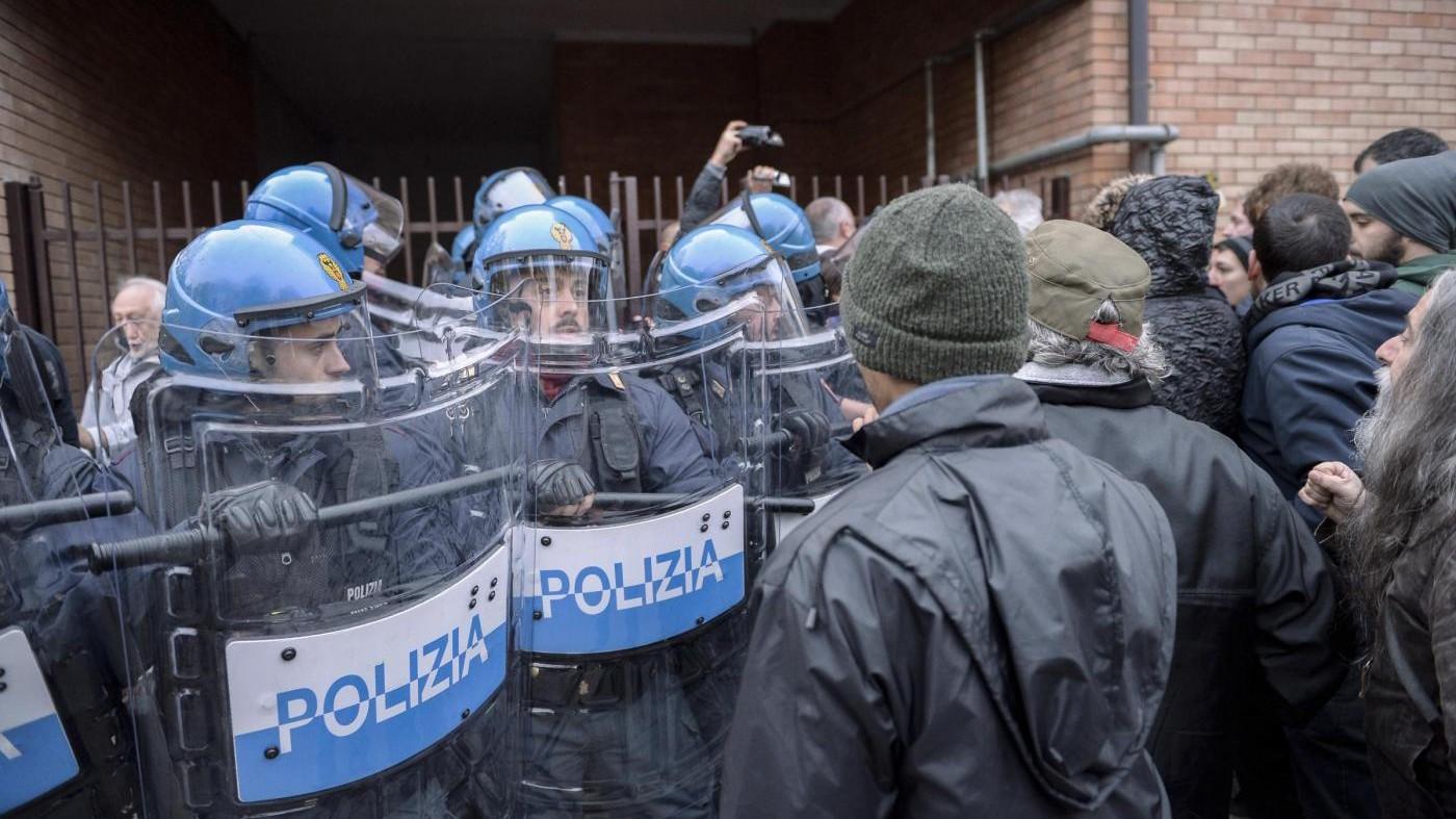 FOTO Alessandria, scontri tra 'No Terzo Valico' e forze dell'ordine
