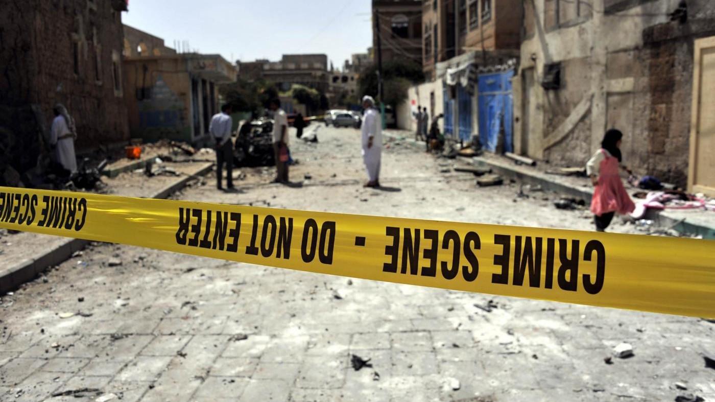 Yemen, attacco kamikaze ad Aden: uccisi 49 soldati