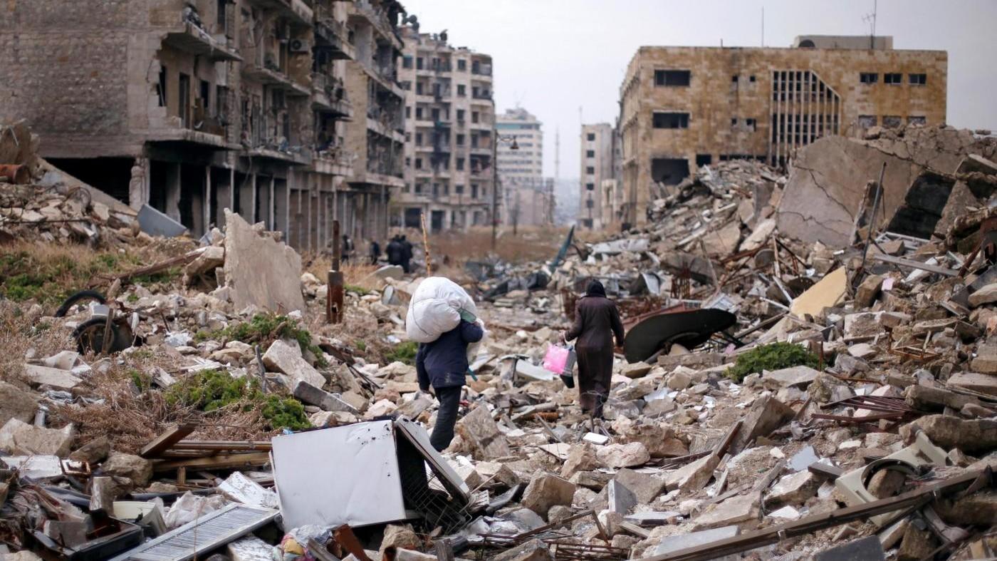Siria: i bus delle evacuazioni cominciano a lasciare Aleppo est