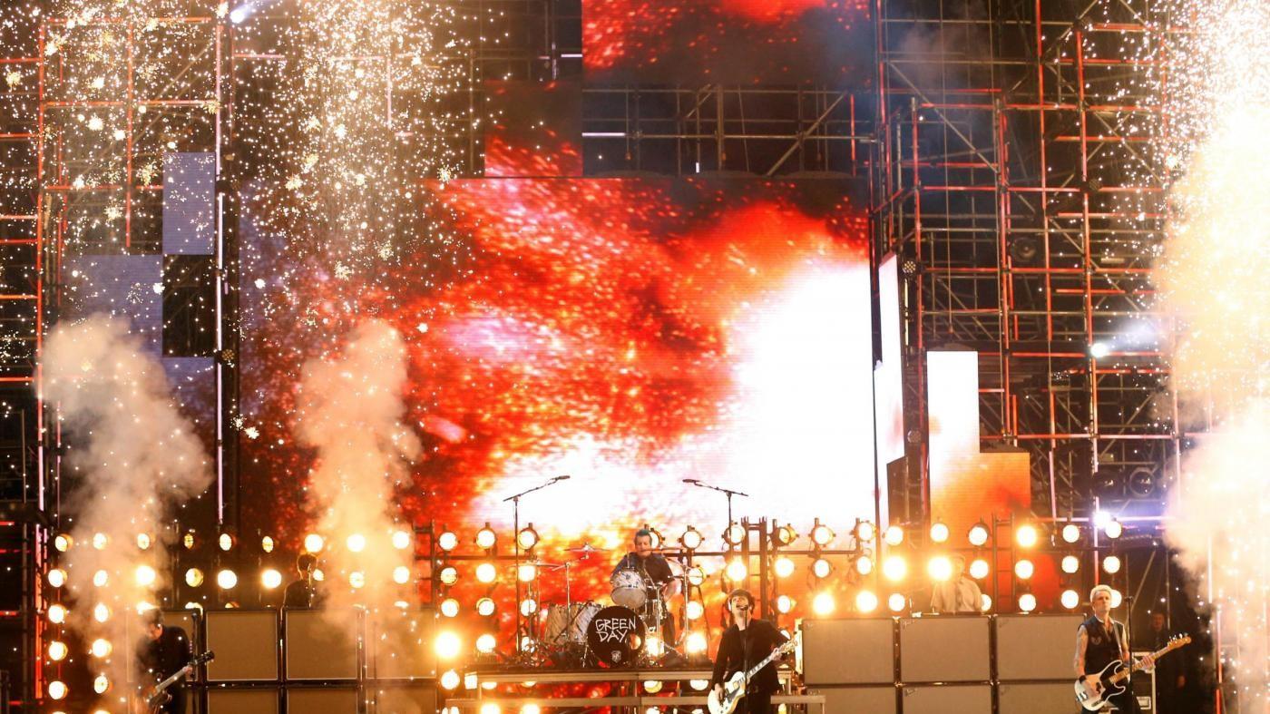 "FOTO Gli ""assenti"" Bieber e Lady Gaga trionfano agli MTV Europe Music Awards"