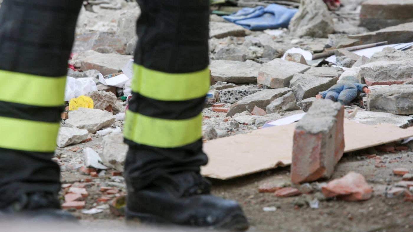 Milano, incendio in cascina abbandonata