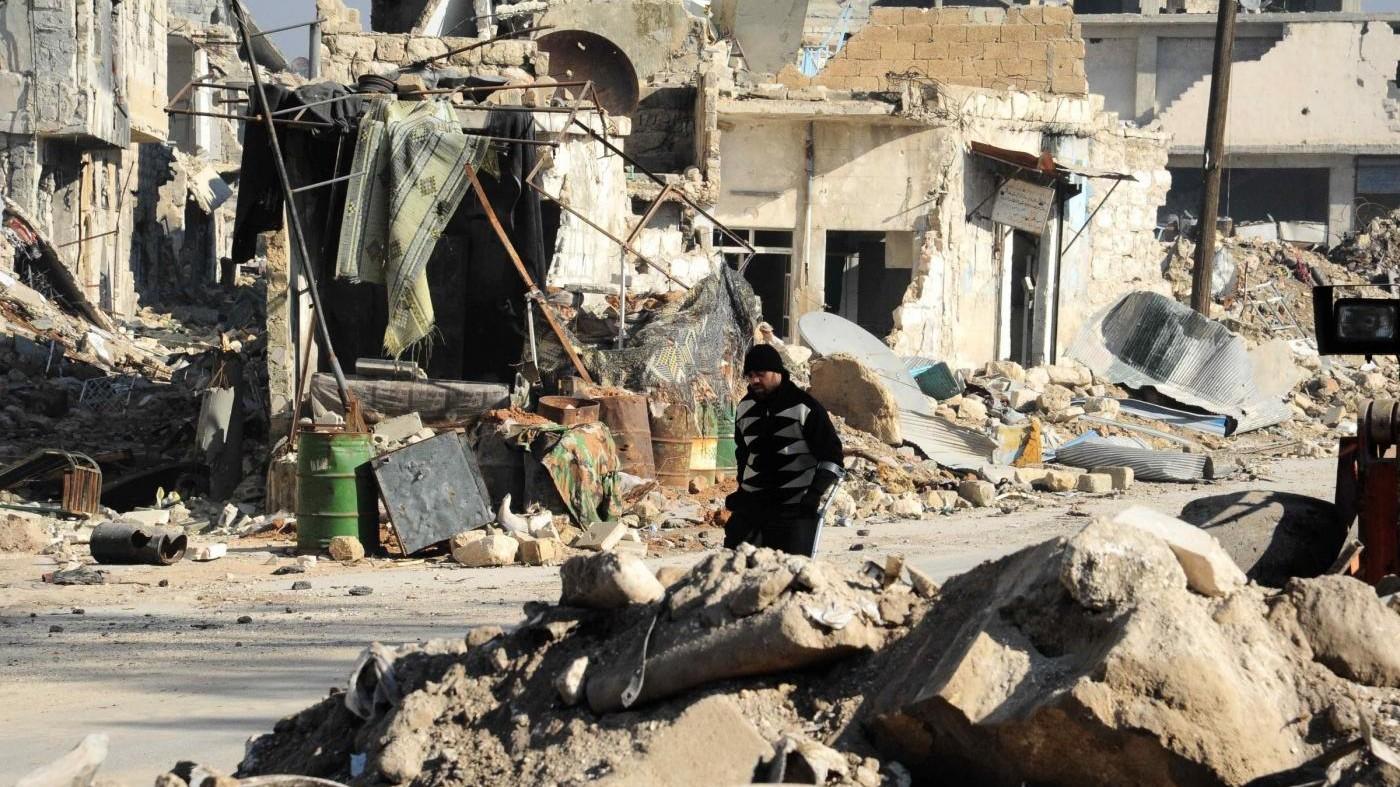 Russia denuncia: Ad Aleppo fosse comuni con corpi mutilati