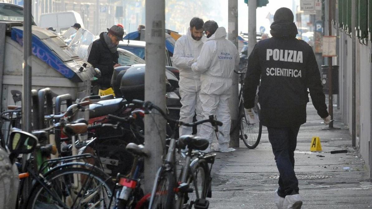 Firenze, bomba contro libreria CasaPound: artificiere perde mano