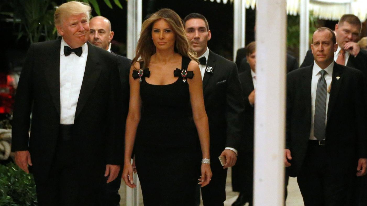 Melania Trump indossa un abito D&G e sul web è polemica
