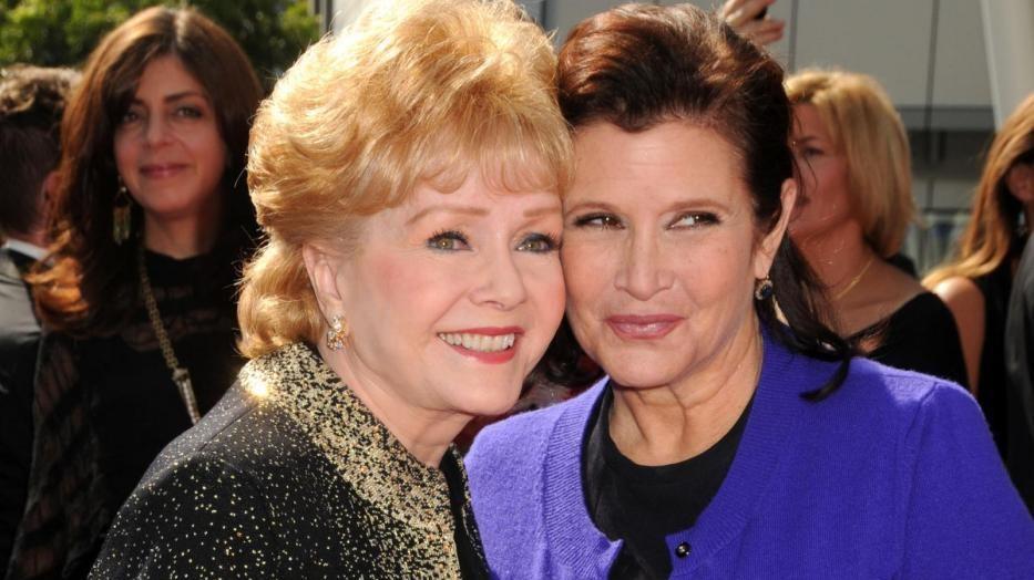 Celebrity al funerale di Carrie Fisher e la madre Debbie Reynolds