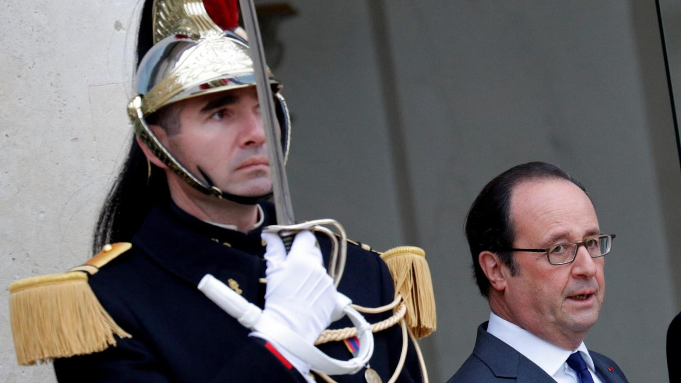 Hollande: Entro 5 anni aumenterà investimento della Difesa a 2% Pil