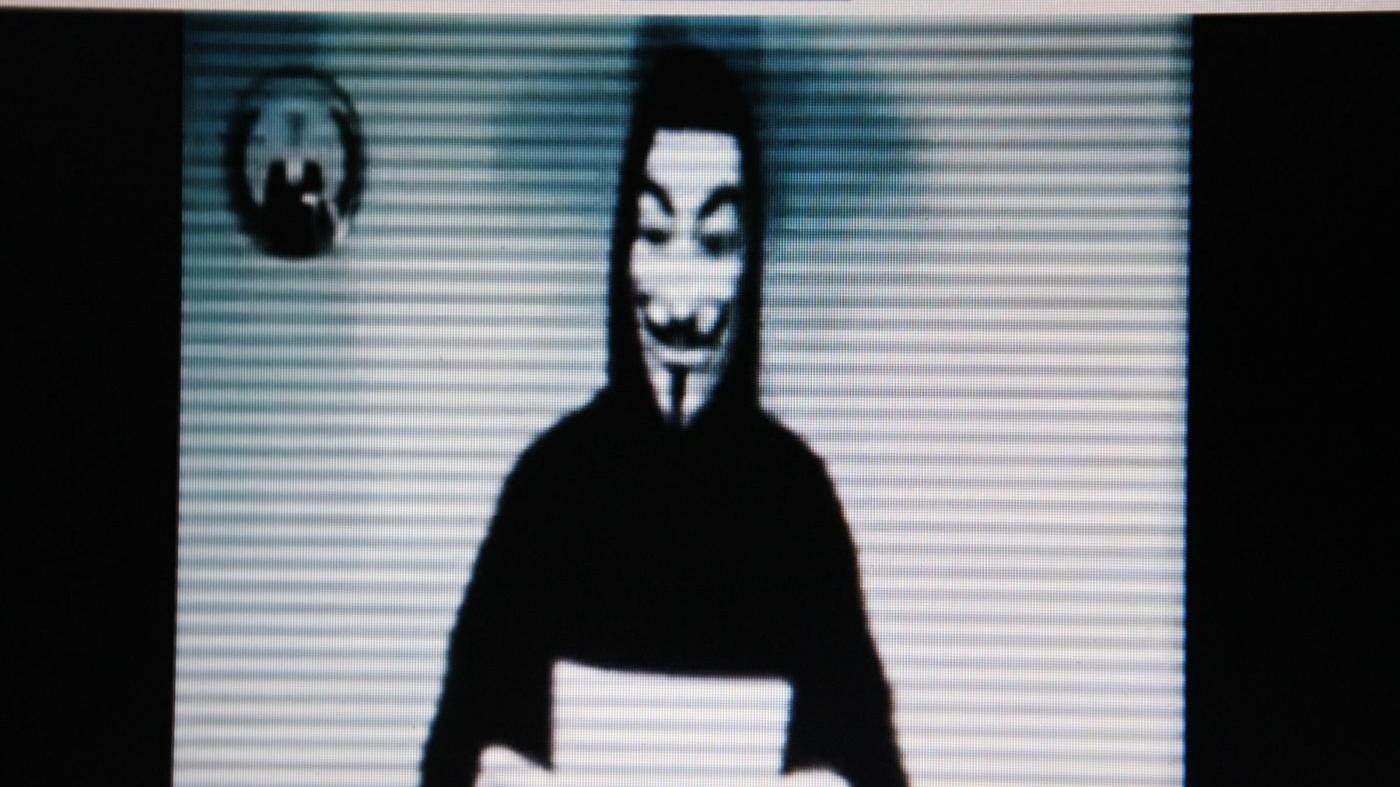 Referendum, blitz della polizia contro hacker Anonymous: 2 denunce