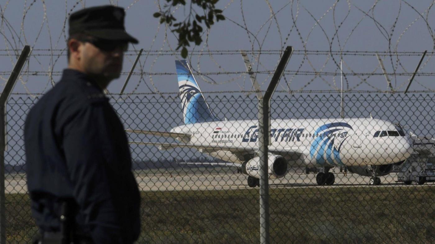 L'aereo Egypt Air A320 dirottato su Cipro