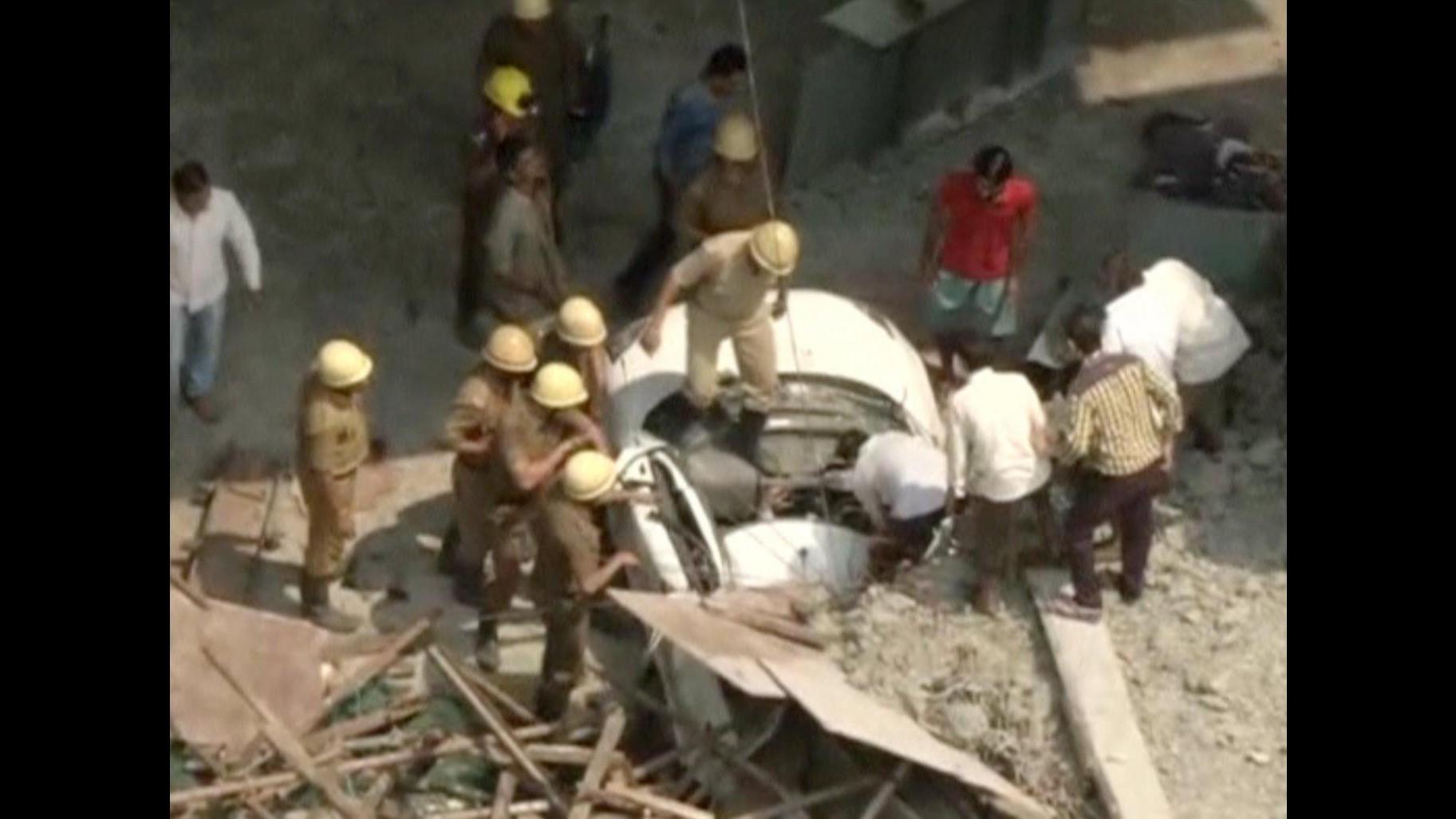India, crolla un cavalcavia a Calcutta