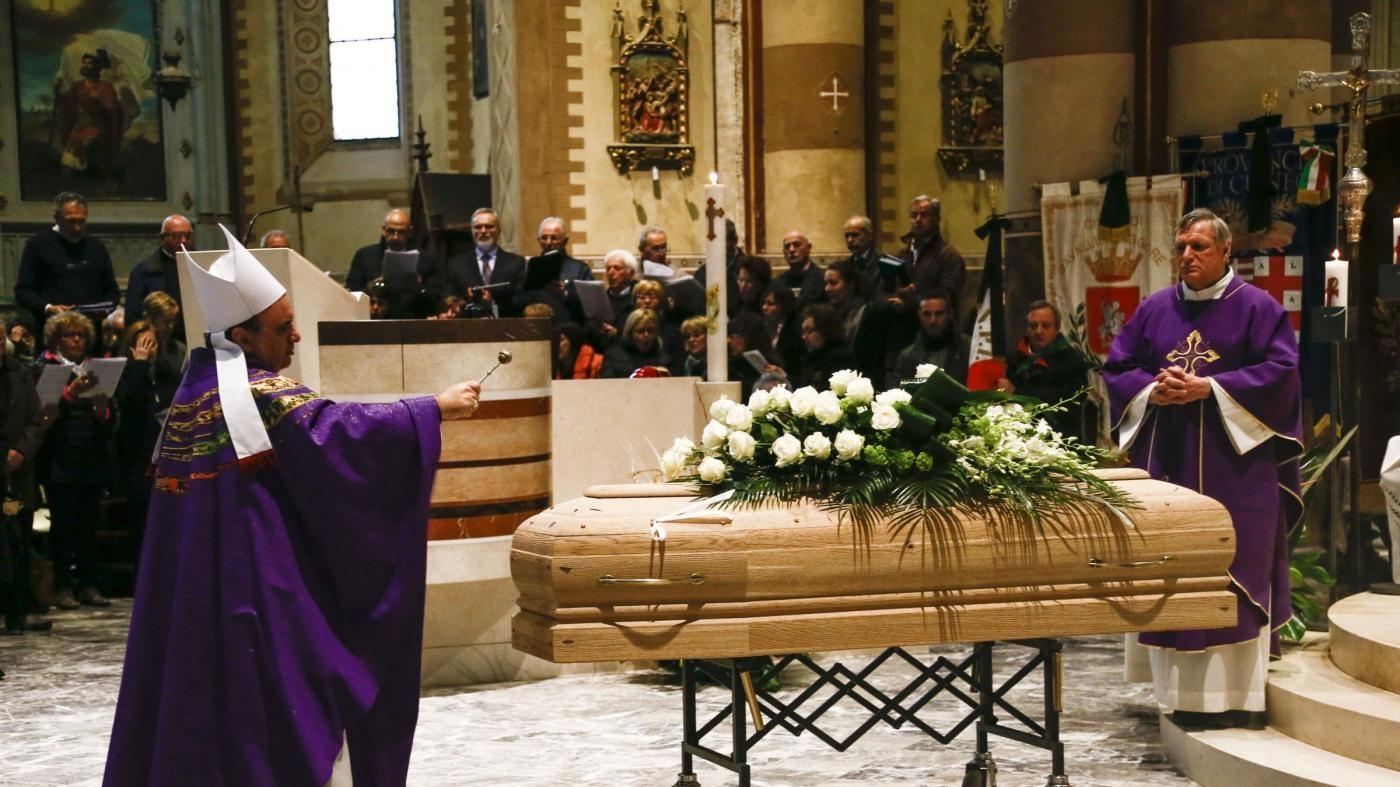 I funerali del cantautore Gianmaria Testa nel duomo di Alba