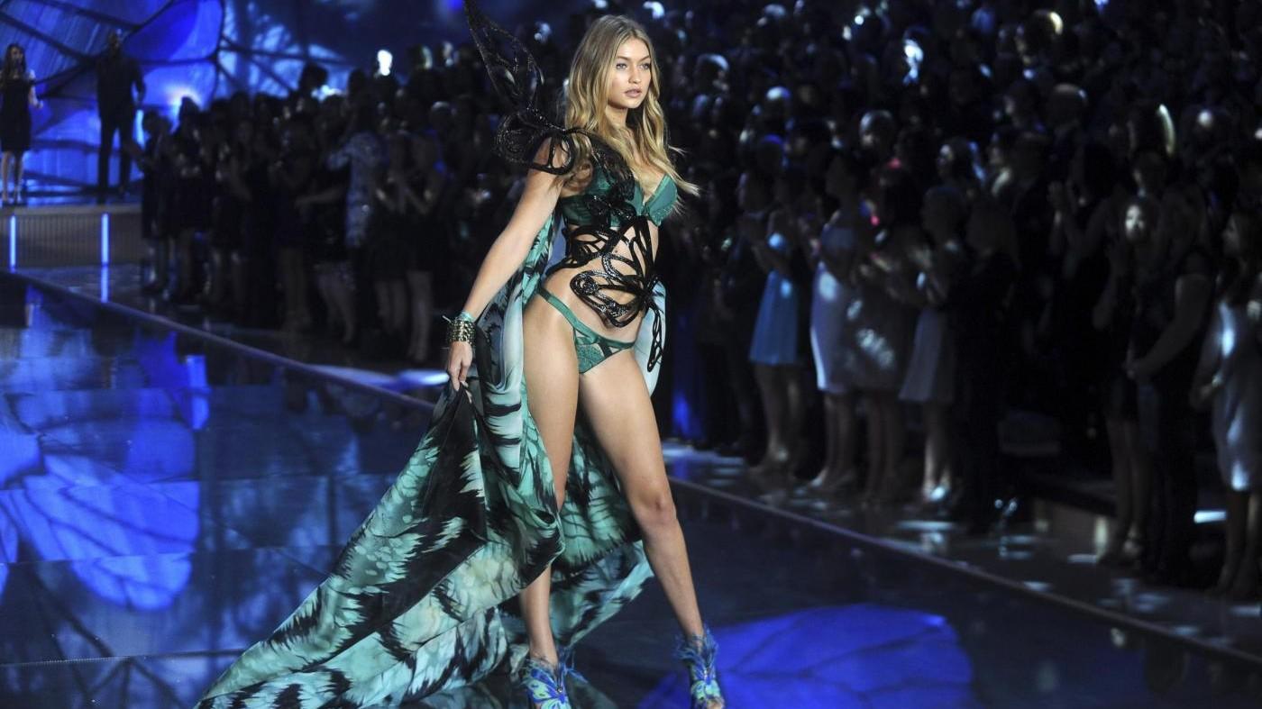 Angeli Victoria's Secret conquistano Parigi: tutto pronto per sfilata