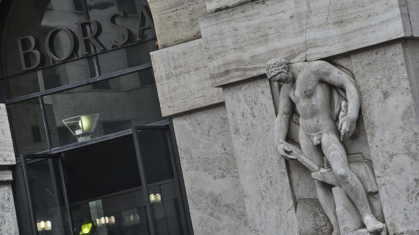 Effetto referendum sulla Borsa, Milano in calo: giù le banche