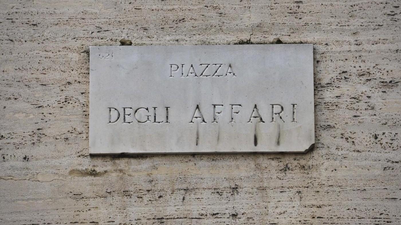 Borsa, Milano chiude in rosso: Mps pesa sul listino, ok Mediaset