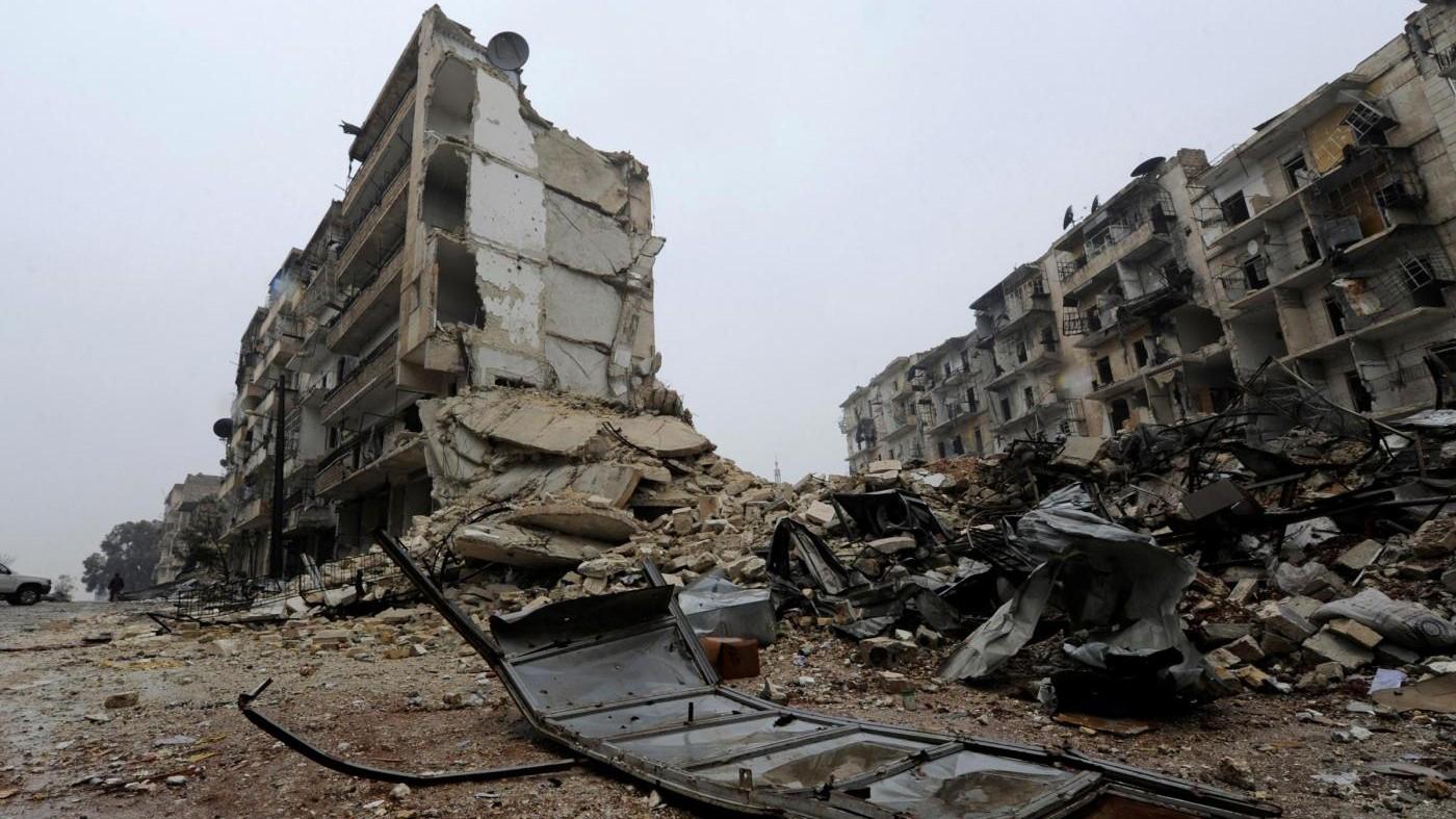 Siria, salta evacuazione civili ad Aleppo: ripresi i raid