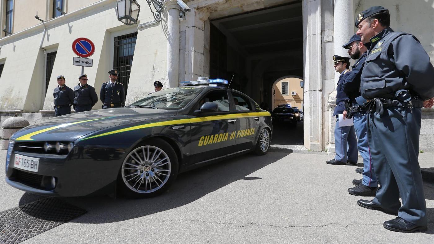 Milano, sesso in cambio di contributi: arrestato funzionario Comune