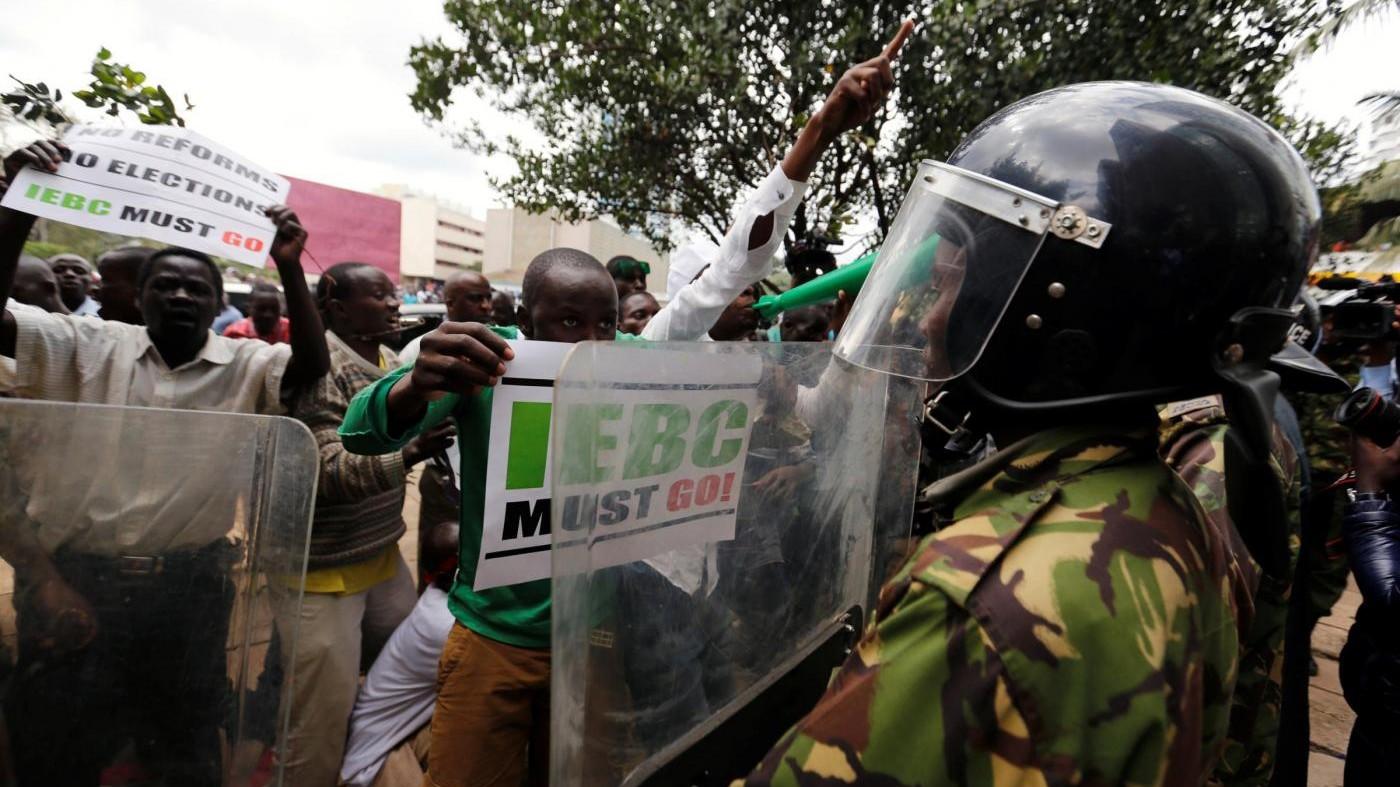 Kenia, proteste e scontri tra polizia e manifestanti a Nairobi