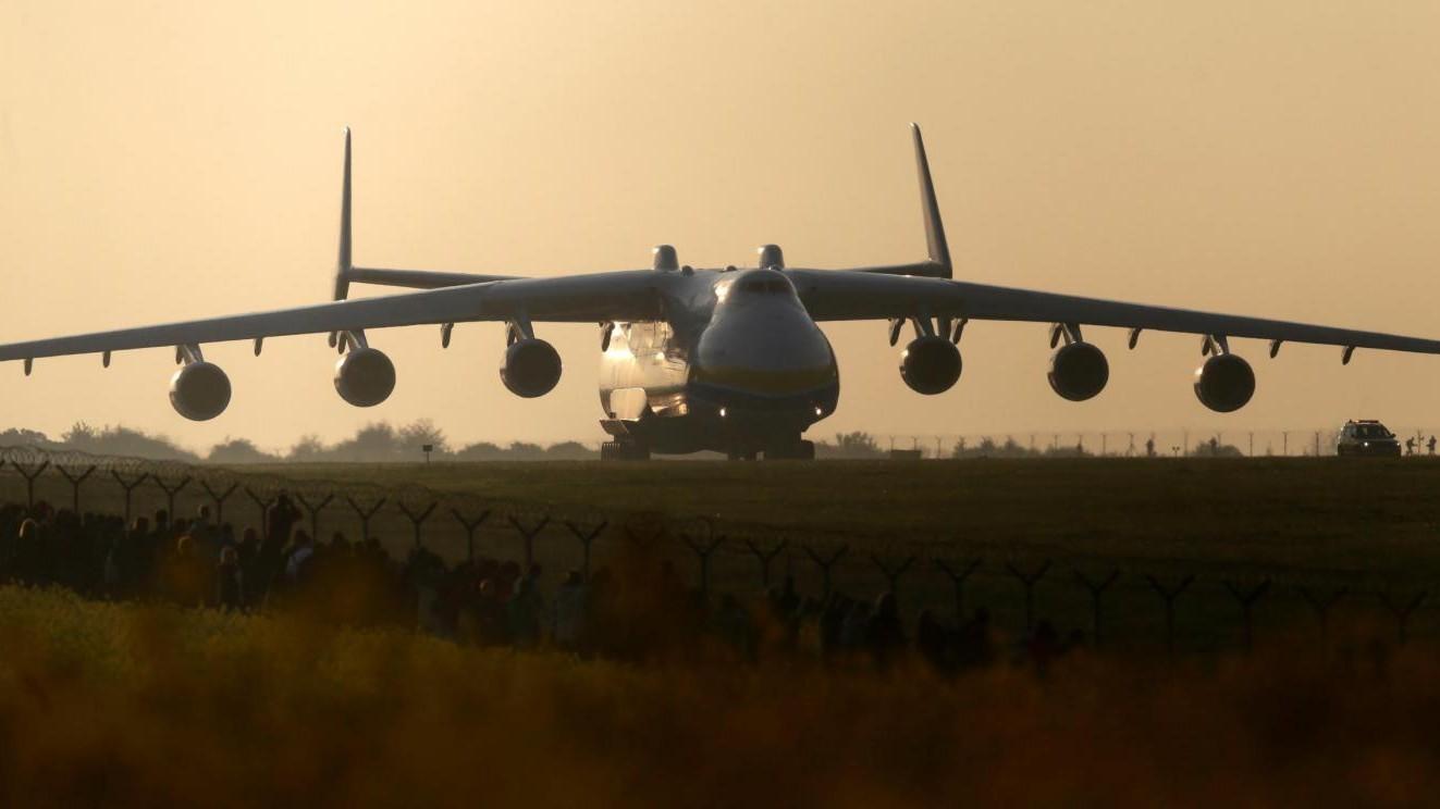 FOTO Primo viaggio per l'Antonov An-225, l'aereo più grande al mondo
