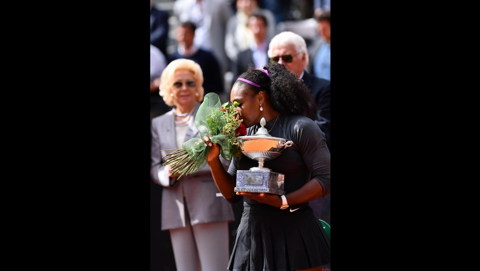 Serena Williams esulta ©LaPresse/Alfredo Falcone
