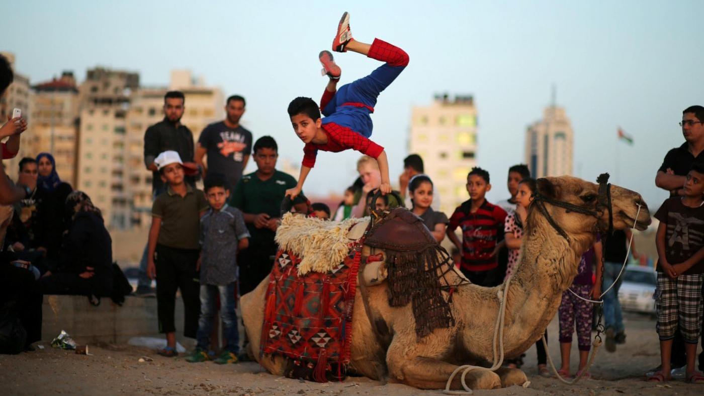 'Spiderman' ragazzo acrobata palestinese punta al Guinness