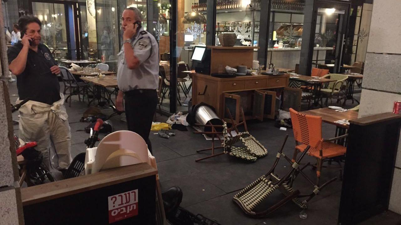 FOTO Attacco terroristico in un centro commerciale di Tel Aviv