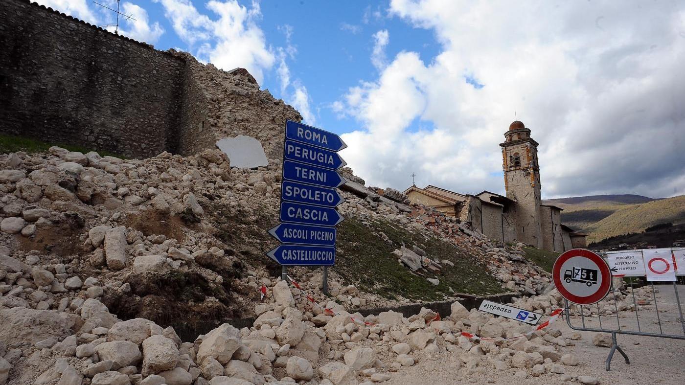 La terra trema in Centro Italia. Renzi: Oggi Ue ha sede a Norcia