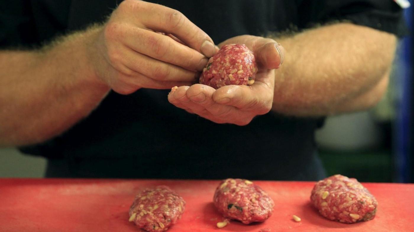 Il 43% degli italiani ama cucinare: 7 ore a settimana ai fornelli