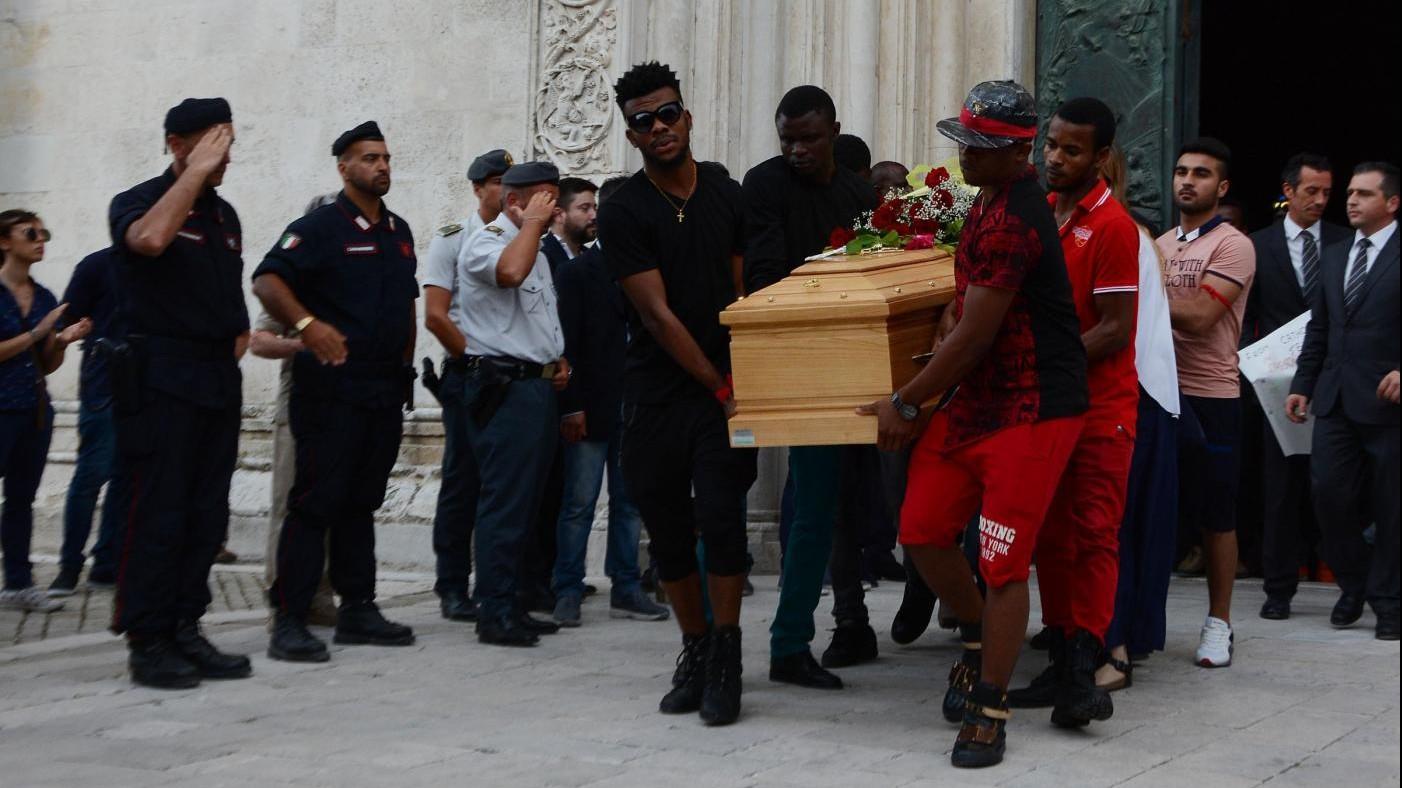 FOTO Fermo, funerali di Emmanuel: salma sarà portata in Nigeria
