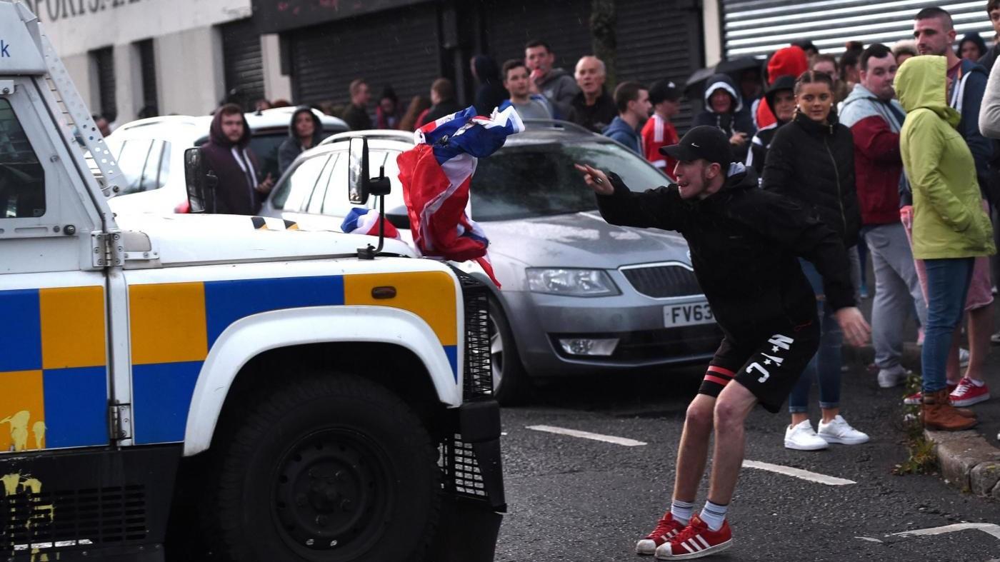 FOTO Belfast, nuove tensioni nel giorno della festa orangista