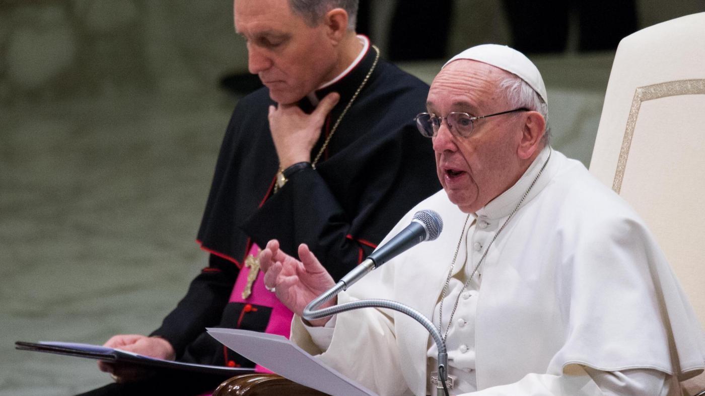 Papa Francesco all'udienza generale del mercoledì nell'Aula Paolo VI