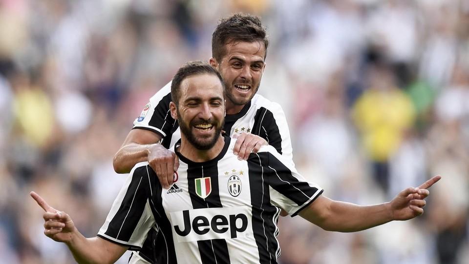 Super Higuain-Pjanic, show Juventus contro il Sassuolo