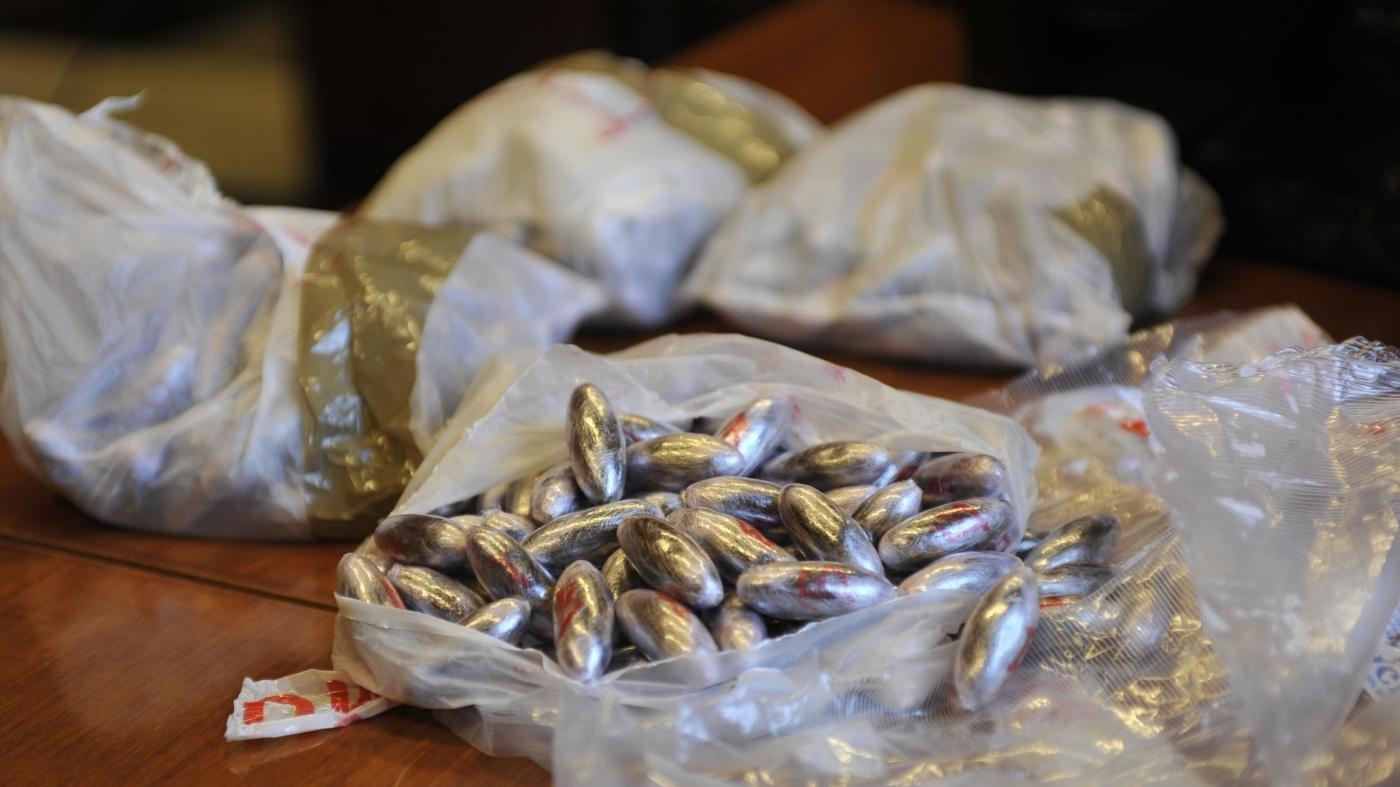 Milano, sequestrati 100 chili di hashish e 5 di cocaina in un box