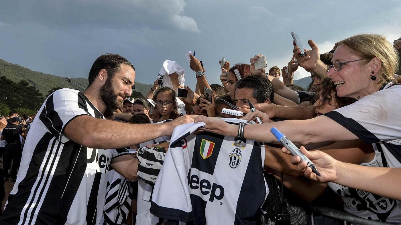 Juventus, grande festa a Villar Perosa: primo gol di Higuain