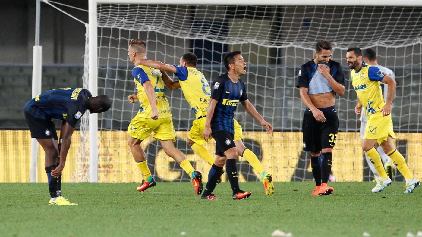 Serie A, Birsa rovina la 'prima' di De Boer. Mertens salva il Napoli
