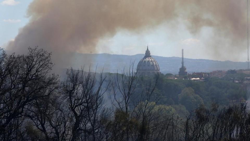 Roma, a fuoco collina di Monte Mario: incendio devastante