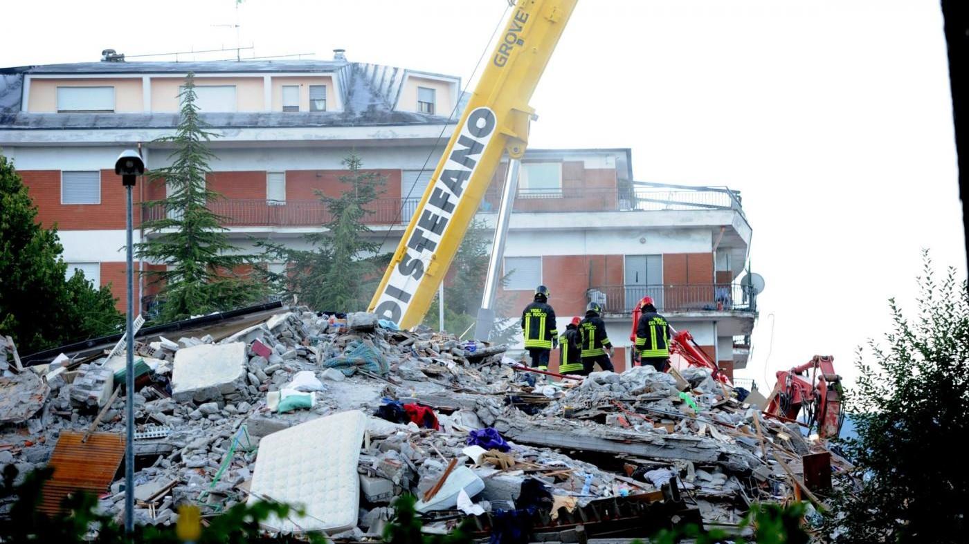 Terremoto, cresce ancora bilancio vittime: 267 morti. I feriti sono 387