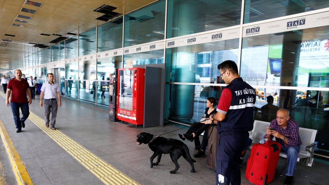 Turchia, 4 razzi esplodono fuori da aeroporto Diyarbakir