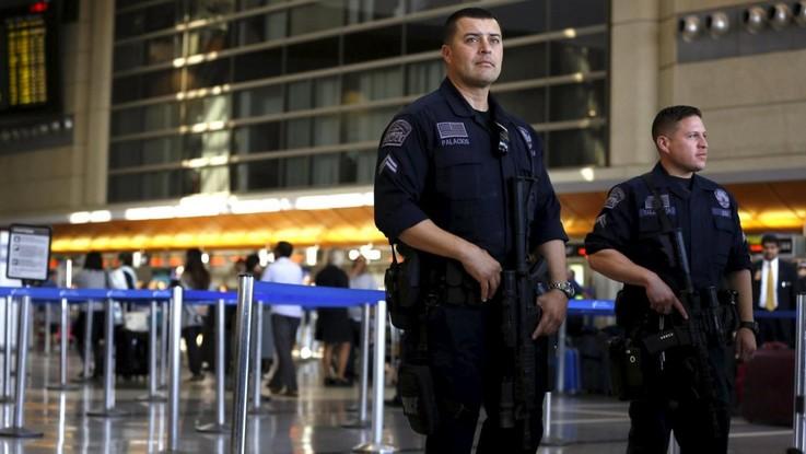 Los Angeles, paura in aeroporto. Polizia: Solo forti rumori