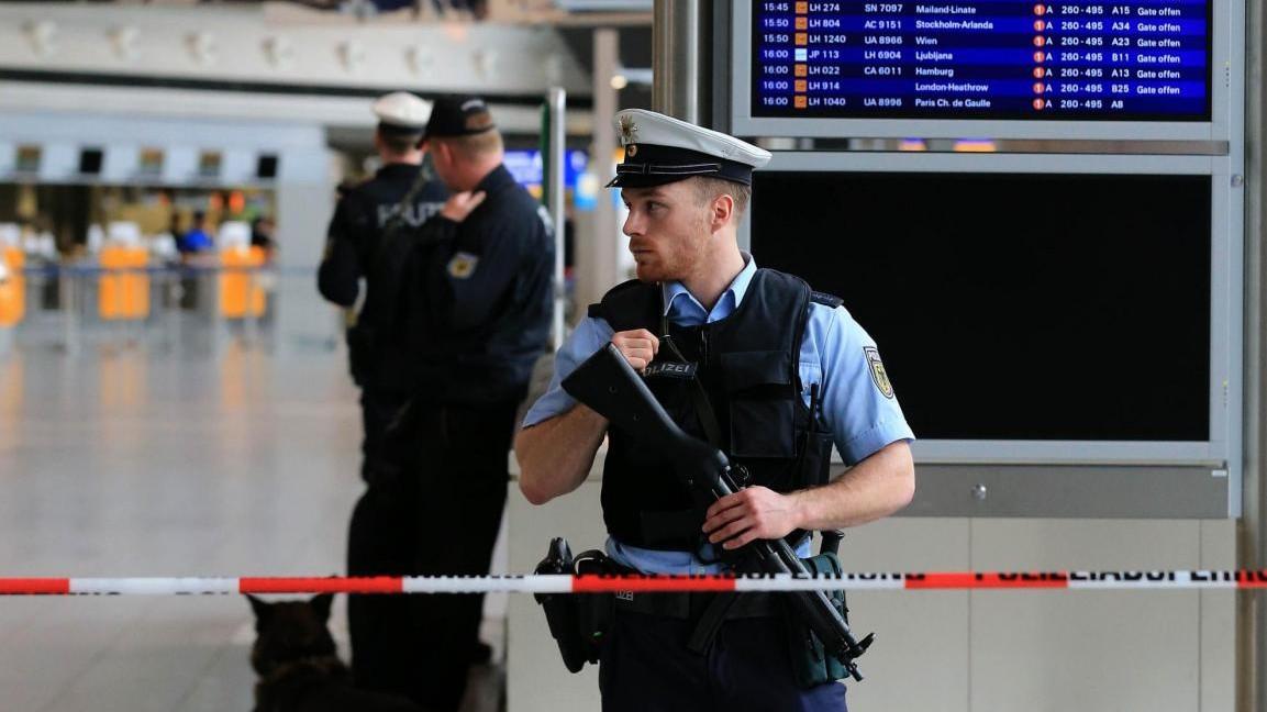 Germania, evacauto aeroporto Francoforte per allarme bomba