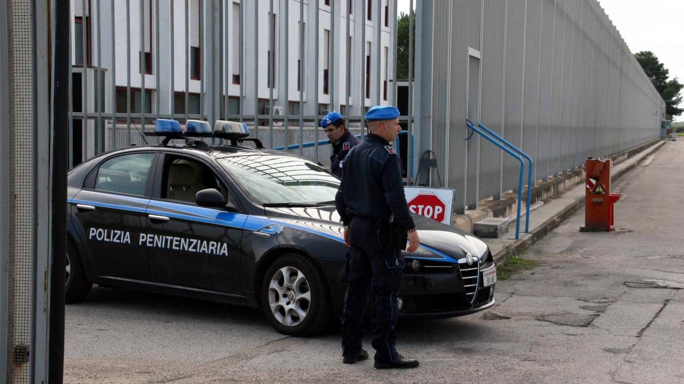 Benevento, rivolta in carcere minorile: agenti feriti