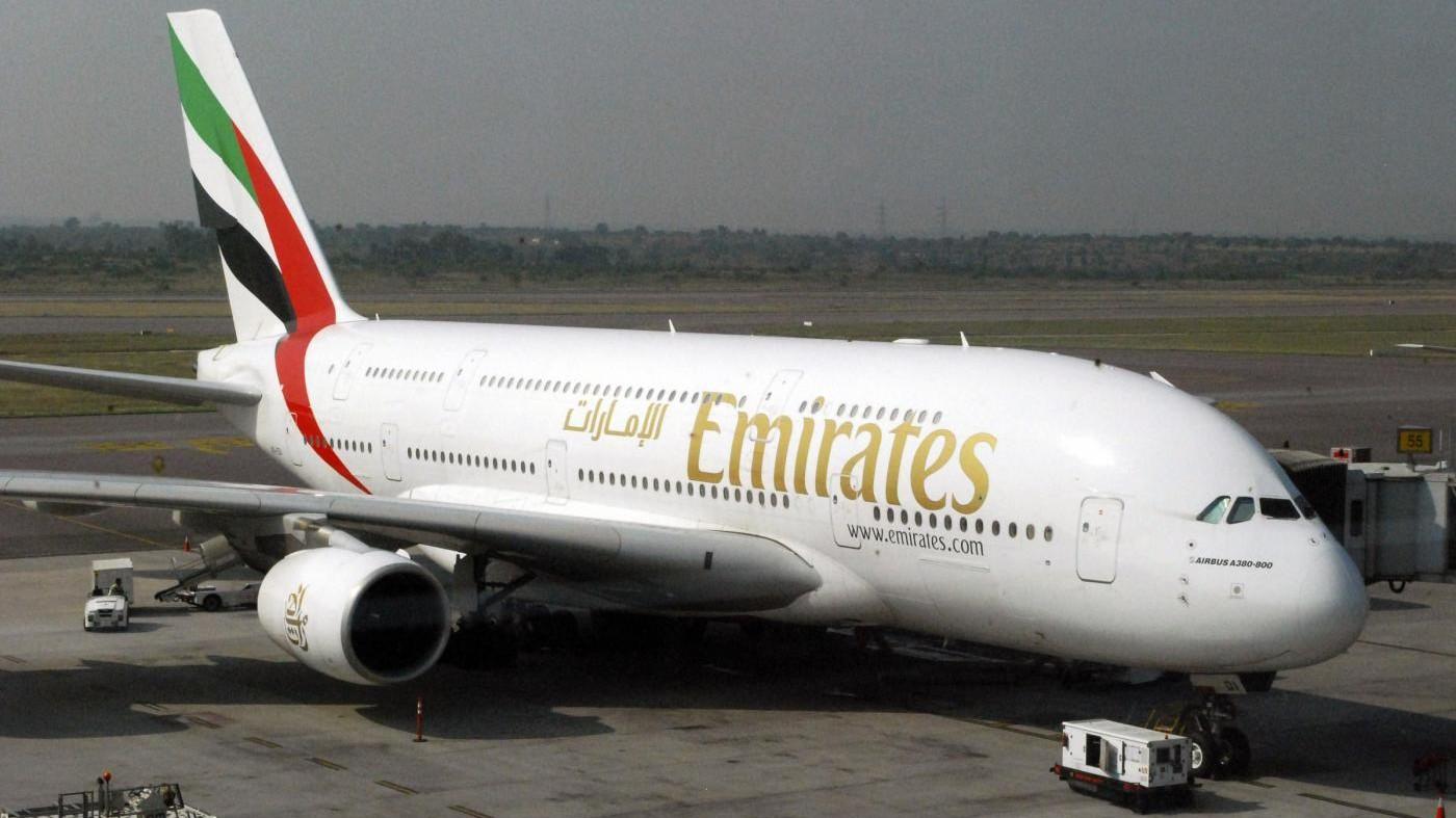 Dubai, incidente per aereo Emirates: salvi i passeggeri