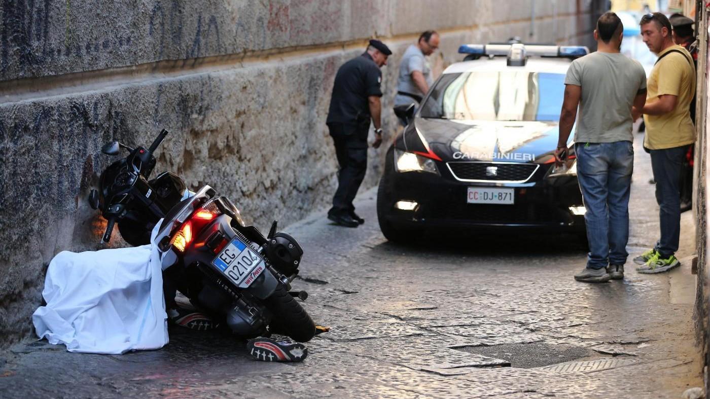 Sparatoria in centro a Napoli: uccisi due pregiudicati