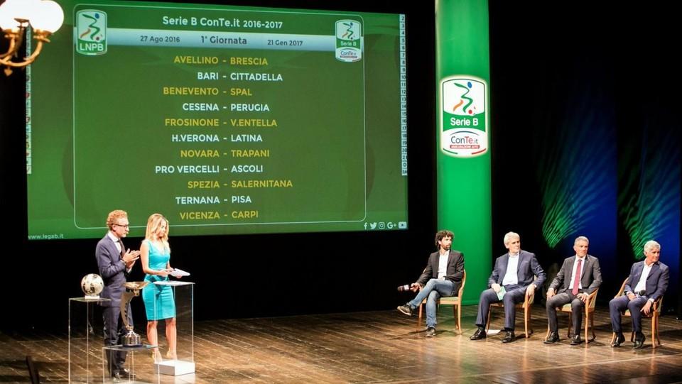Calendario Verona Serie B.Calendario Serie B Si Parte Con Verona Latina E Vicenza Carpi