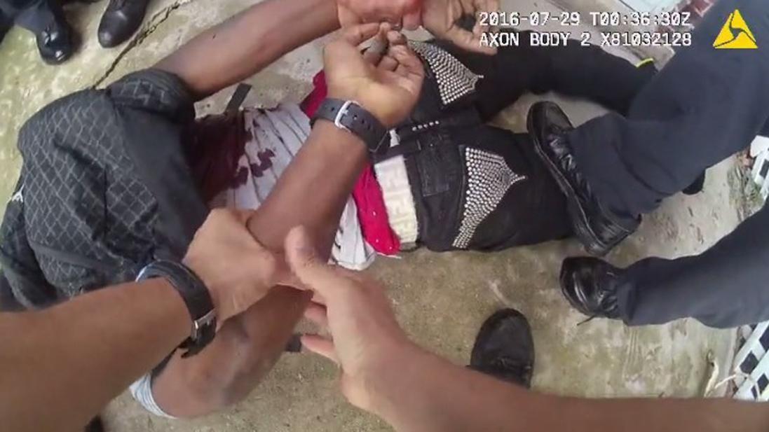 Chicago, agenti uccidono 18enne afroamericano: diffuso il video