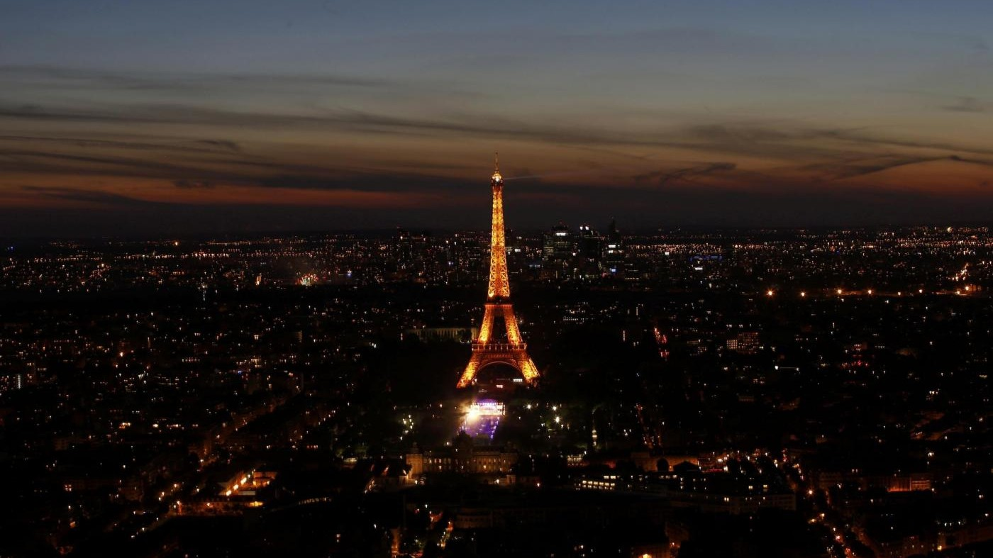 A Parigi evacuata la Tour Eiffel, ma era un falso allarme