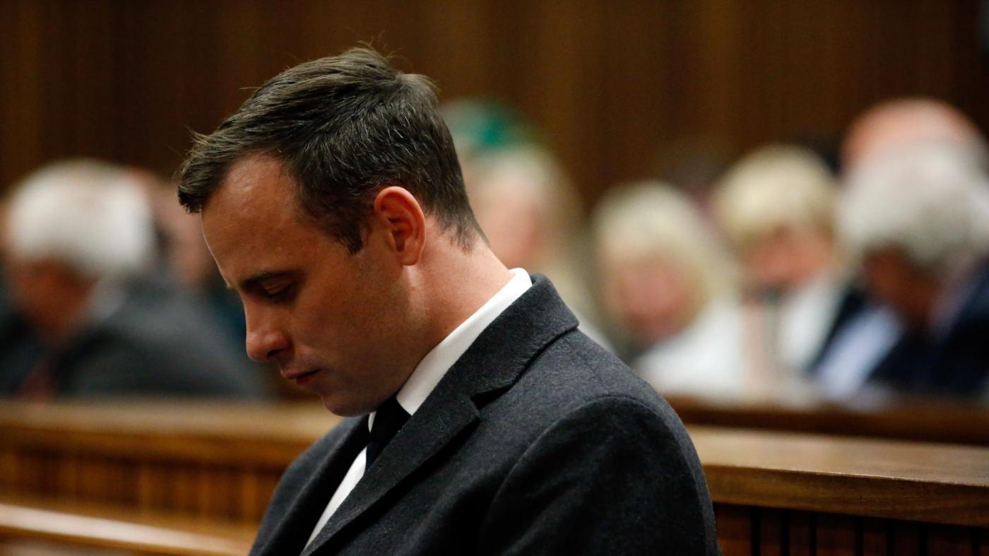 Pistorius, ferite autoinferte ai polsi: lui nega tutto
